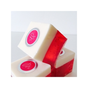 savon-cube-parfum-fraise-et-graines-de-pavot